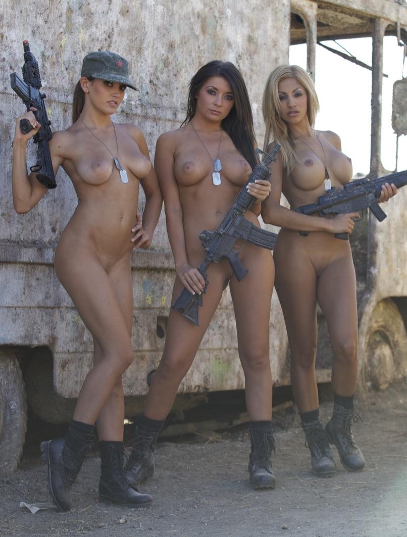 телки в армейской казарме фото эротично